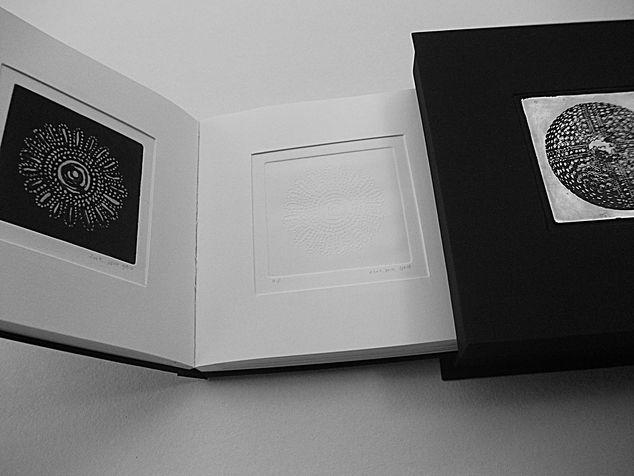 book A 6 קופסת זכרונות  - ספר תחריטים ותבליטים של חרוזים לשרשרת שהושארה שם